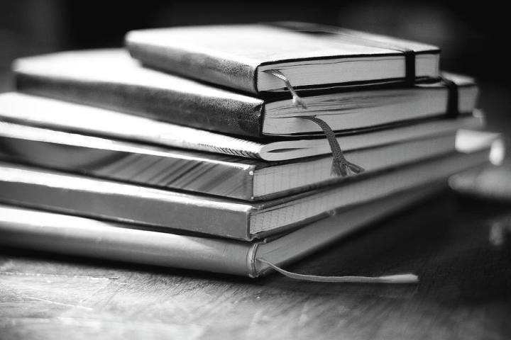 stack-of-notebooks-fotografie-melaniejoos